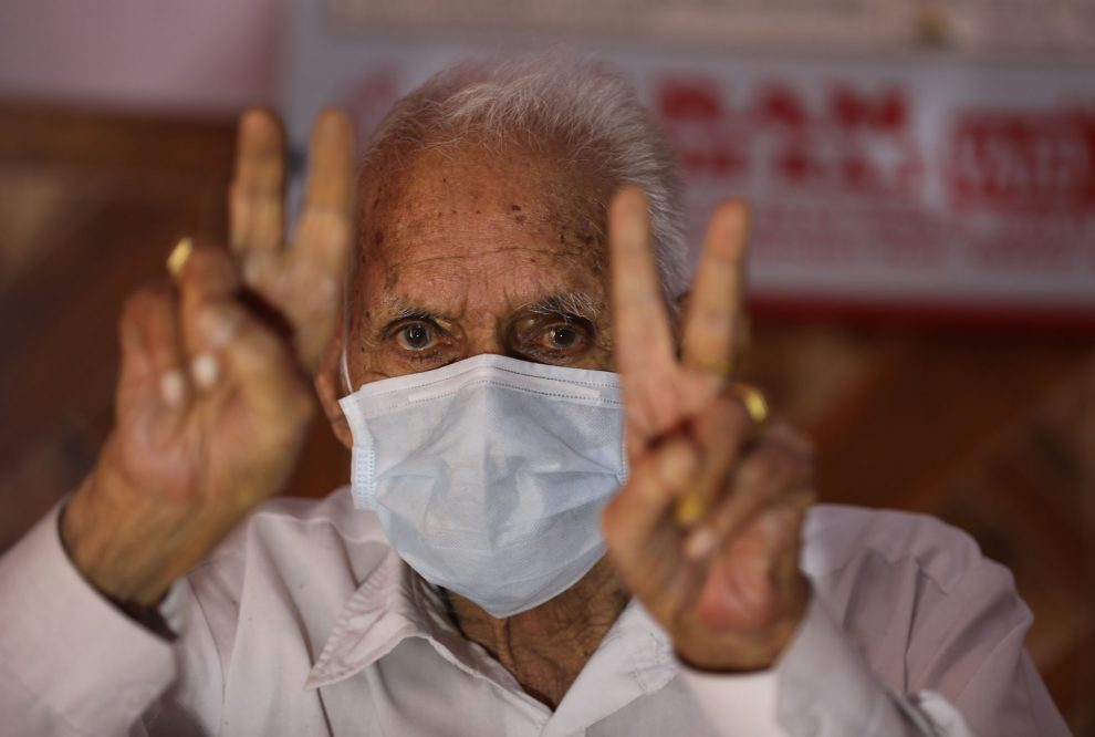 96-year-old Badrinath flashing victory sign after undergoing successful treatment for covid-19 at Vijaypur in Samba district -The Dispatch